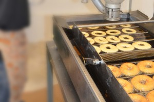 making Apple Barn's famous donuts